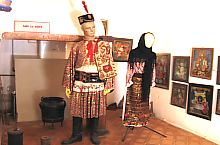 The first Romanian School, Traditional costume, Photo: Robert Lázár