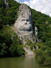 Imagini pentru statuia lui decebal