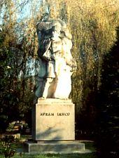 Brad, Statuia lui Avram Iancu