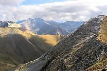 Mircii peak, at the back, the Moldoveanul, Photo: Răzvan Sabău