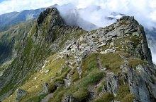 Negoiu peak-Scării saddle hiking trail, Făgăraș mountains, Photo: Andrei Știrbu