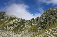 Negoiu peak-Scării saddle hiking trail, Făgăraș mountains, Photo: Marius Radu