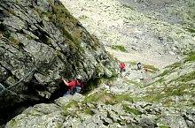 Bypassing through Strunga Doamnei hiking trail, Făgăraș mountains, Photo: Andrei Cioboată
