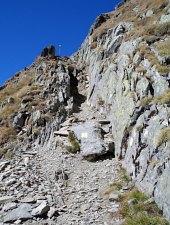 Bypassing through Strunga Doamnei hiking trail, Făgăraș mountains, Photo: Andrzej Bieńkowski