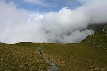 Szkára nyereg-Szuru nyereg jelzett turistaút, Fogarasi havasok, Fotó: Marius Radu