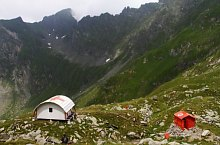 Sárkányok ablaka menedékkunyhó, Fogarasi havasok., Fotó: Salvamont Argeș
