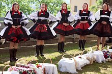 Batarci, traditional costumes, Photo: Feher Alexandru